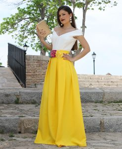 falda larga amarilla